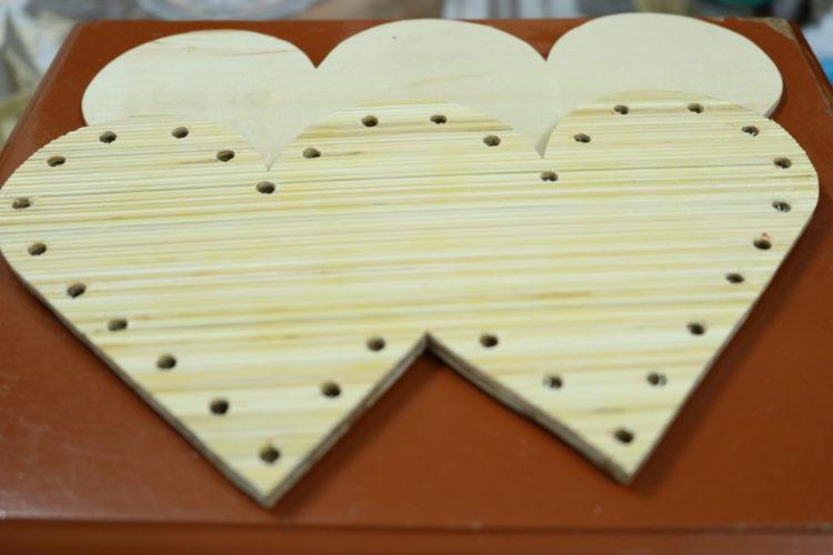 Miếng gỗ trái tim đôi đã khoan 32 lỗ