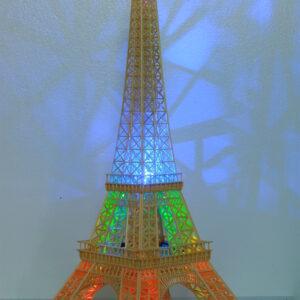 Tháp Eiffel bằng tăm tre